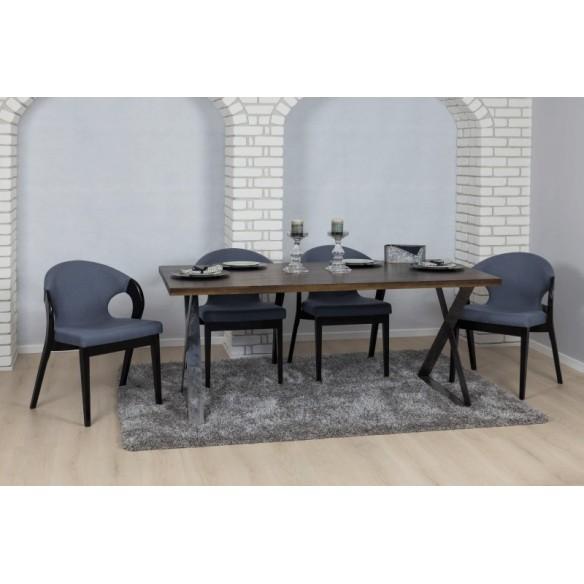 Stół kuchenny z drewna i metalu