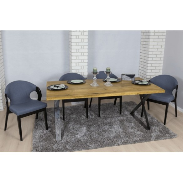 Stół z blatem z drewna w stylu industrial