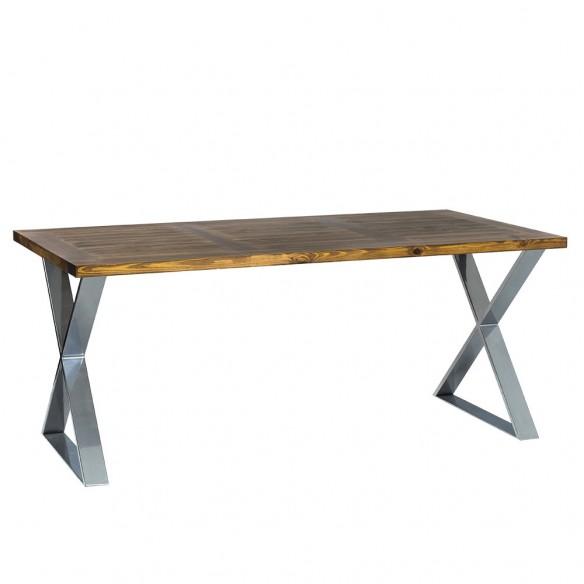 stół industrialny z blatem drewnianym i chromowanymi nogami